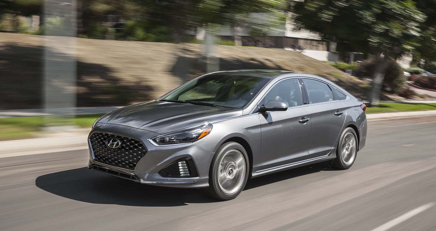 2018-hyundai-sonata-20t-limited-front-three-quarter-in-motion-05.jpg