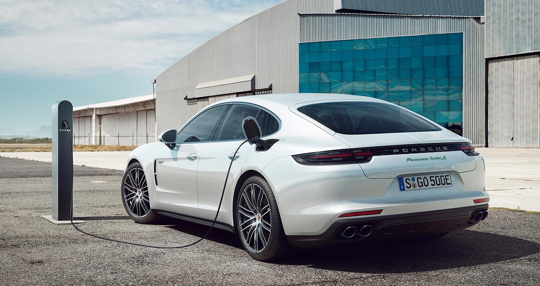 2018-porsche-panamera-turbo-s-e-hybrid-rear-three-quarter-1.jpg