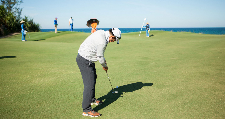 vong-chung-ket-co-su-tham-gia-cua-35-golfer-khong-chuyen.jpg