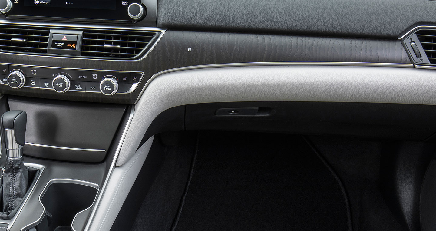 2018-honda-accord-touring-15t-wood-panel-detail.jpg