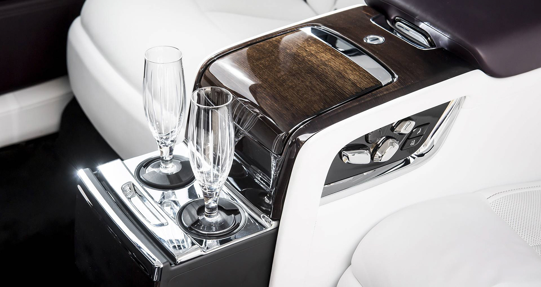 2018-rolls-royce-phantom-first-drive-22.jpg