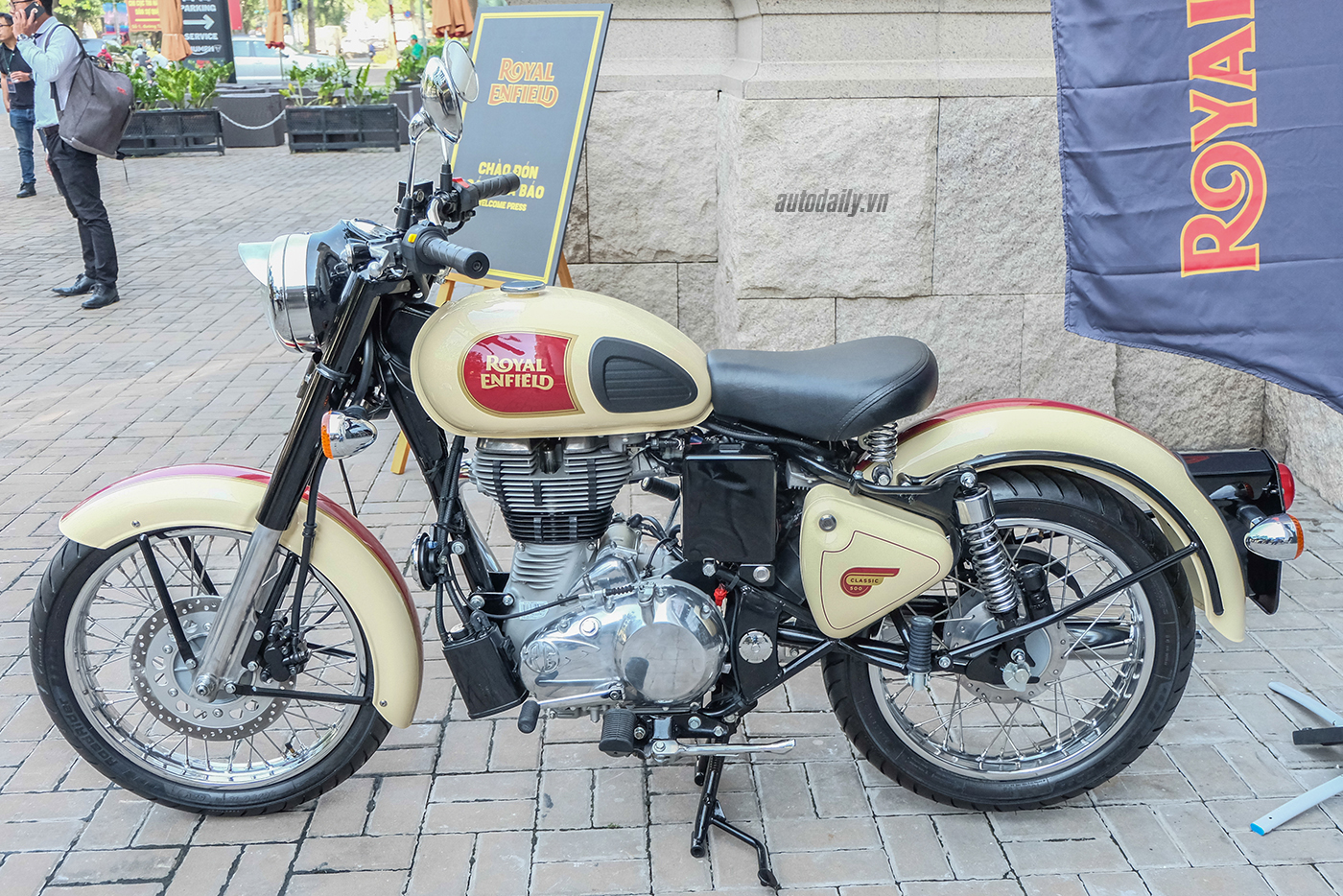 royal-enfield-11.jpg