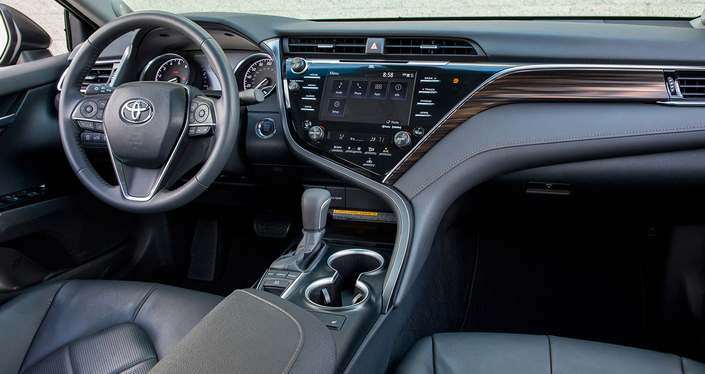 2018-toyota-camry-2-5-xle-front-interior-02.jpg