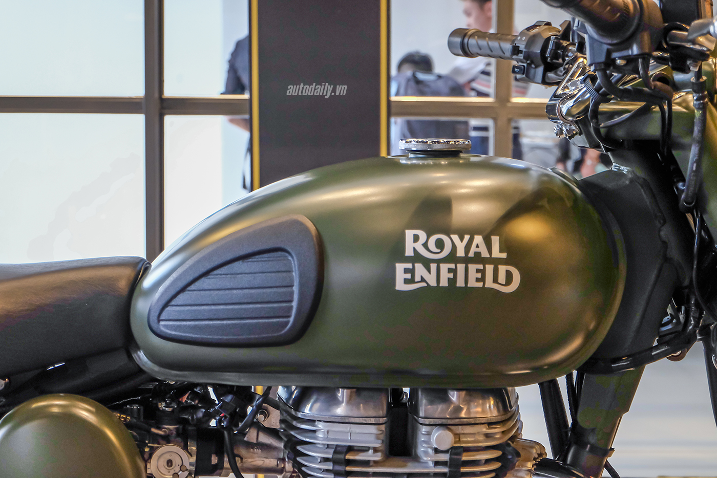 royal-enfield-classic-500-9.jpg