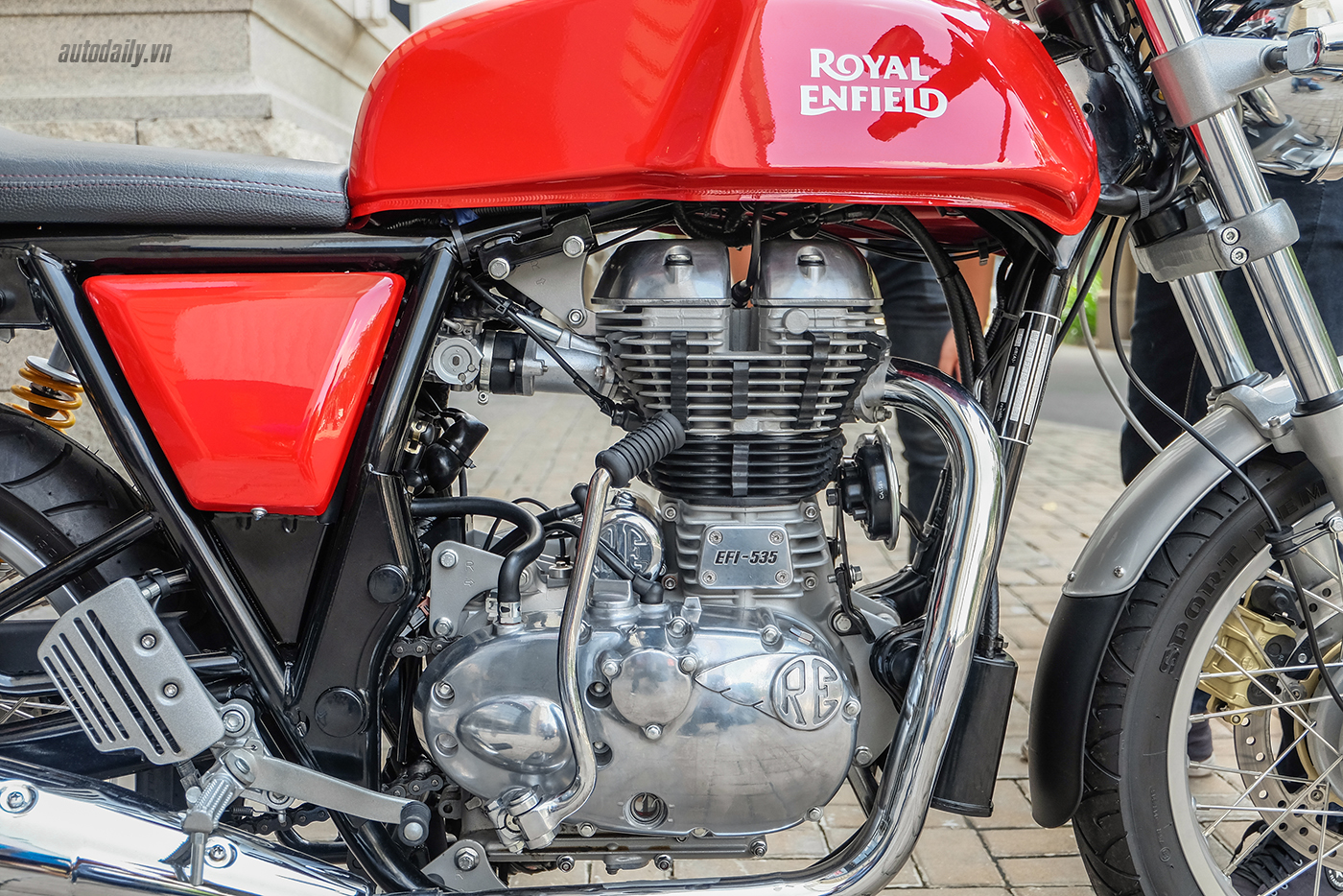 royal-enfield-continental-gt-16.jpg