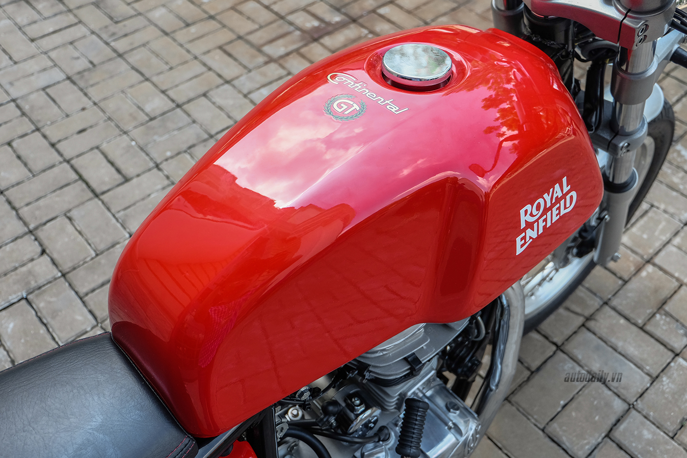royal-enfield-continental-gt-17.jpg