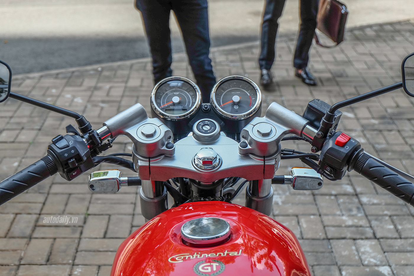 royal-enfield-continental-gt-18.jpg