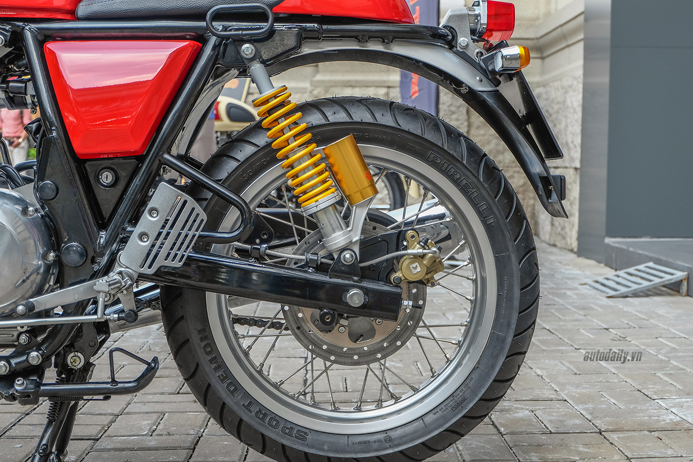 royal-enfield-continental-gt-8.jpg