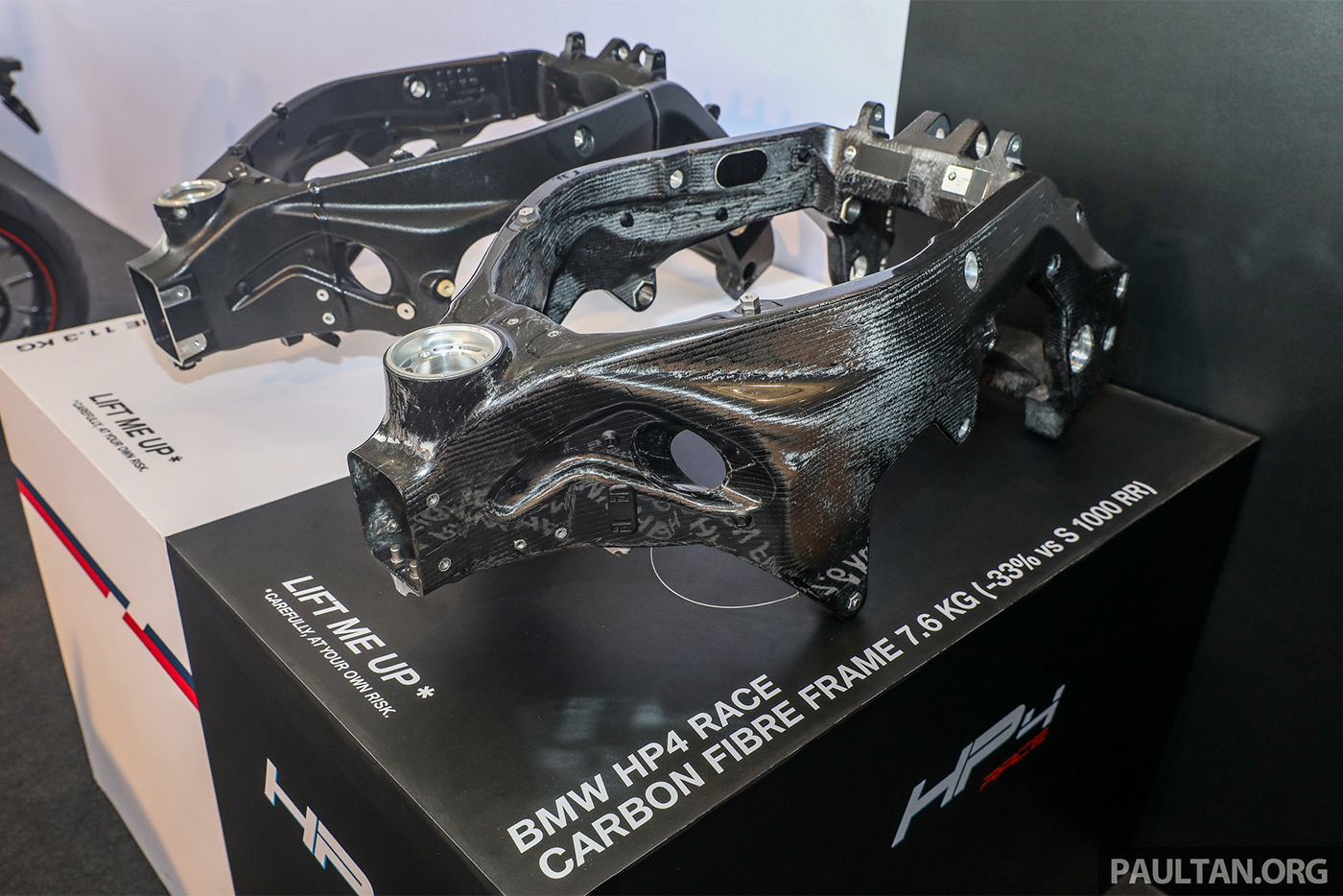 bmw-hp4-race-carbon-1.jpg