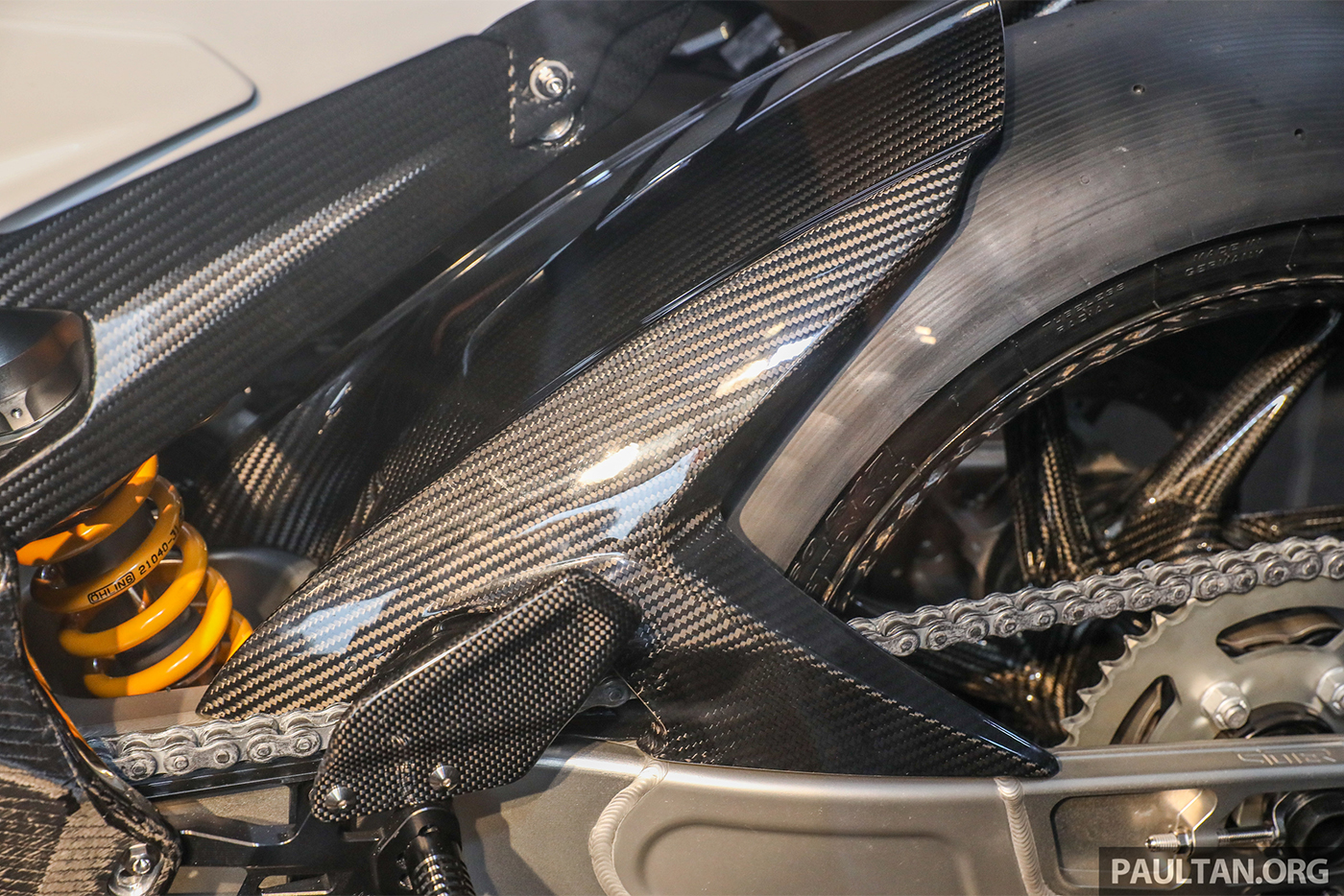 bmw-hp4-race-carbon-16.jpg