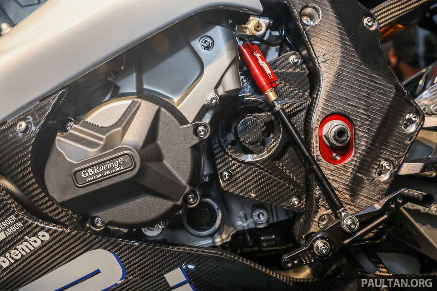 bmw-hp4-race-carbon-2.jpg