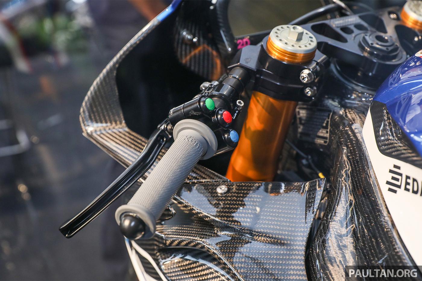 bmw-hp4-race-carbon-20.jpg