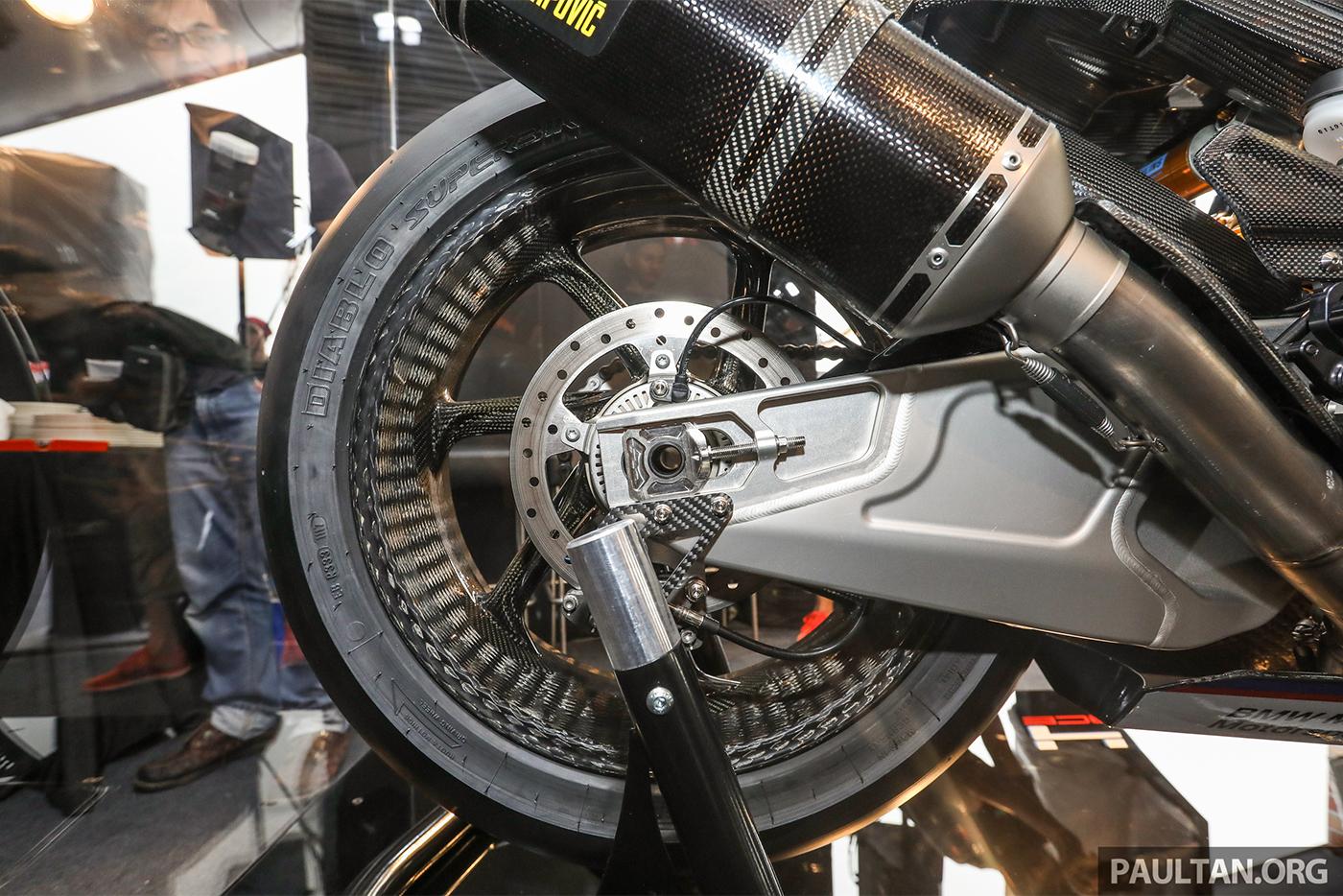 bmw-hp4-race-carbon-3.jpg