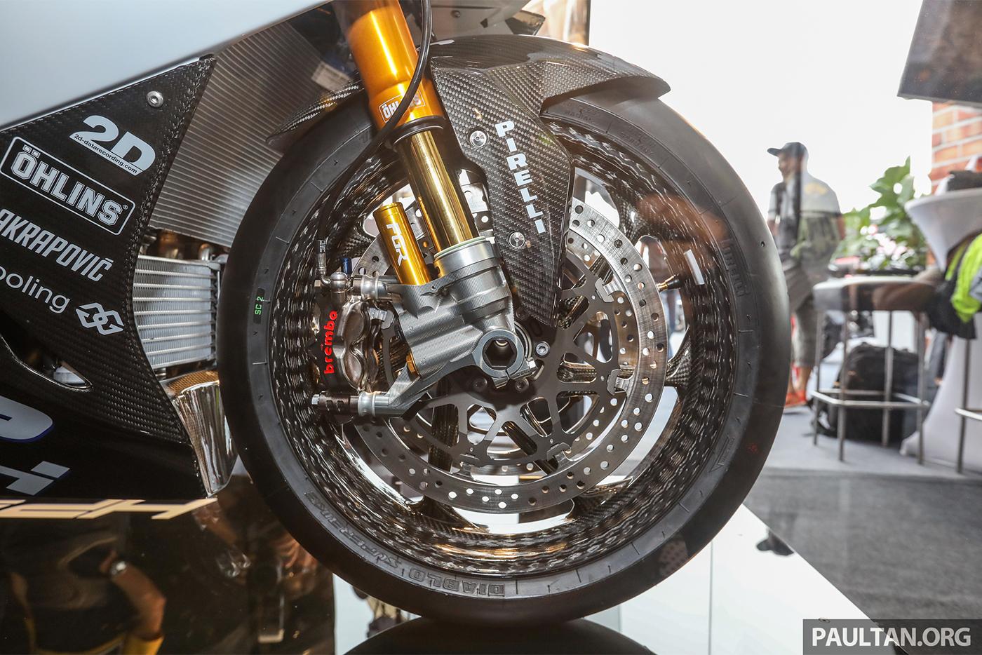 bmw-hp4-race-carbon-4.jpg