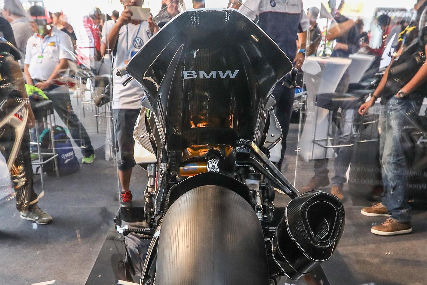 bmw-hp4-race-carbon-8.jpg
