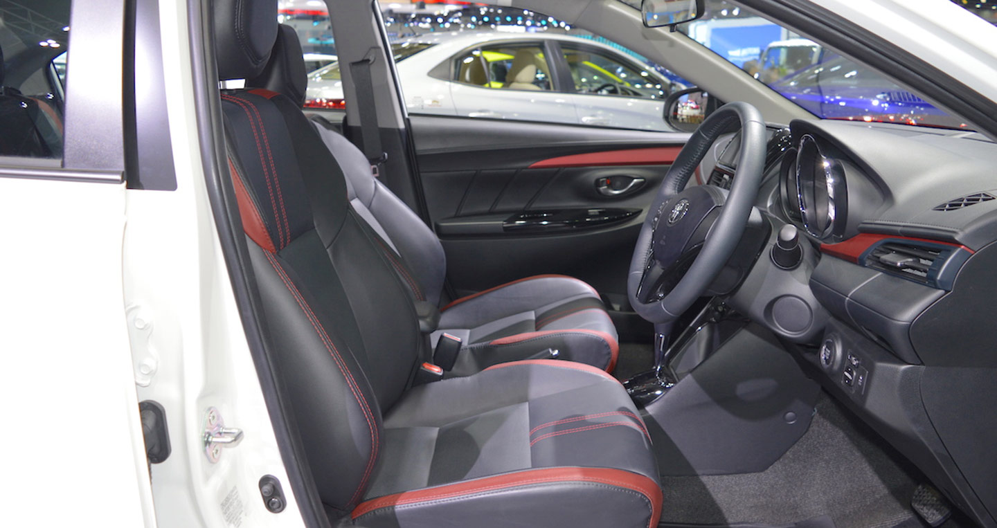 2017-toyota-vios-front-seats-at-2017-thai-motor-expo.jpg
