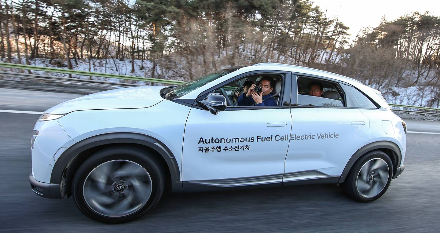 nexo-autonomous-fuel-cell-electric-vehicle-showcase-3.jpg