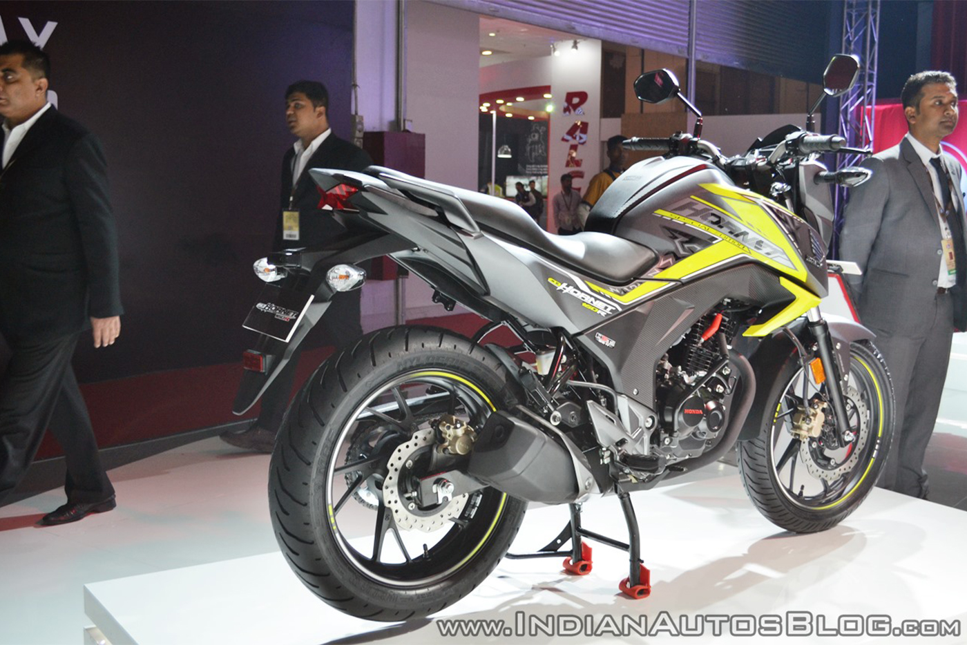 2018-honda-cb-hornet-160r-rear-right-quarter-at-2018-auto-expo.jpg