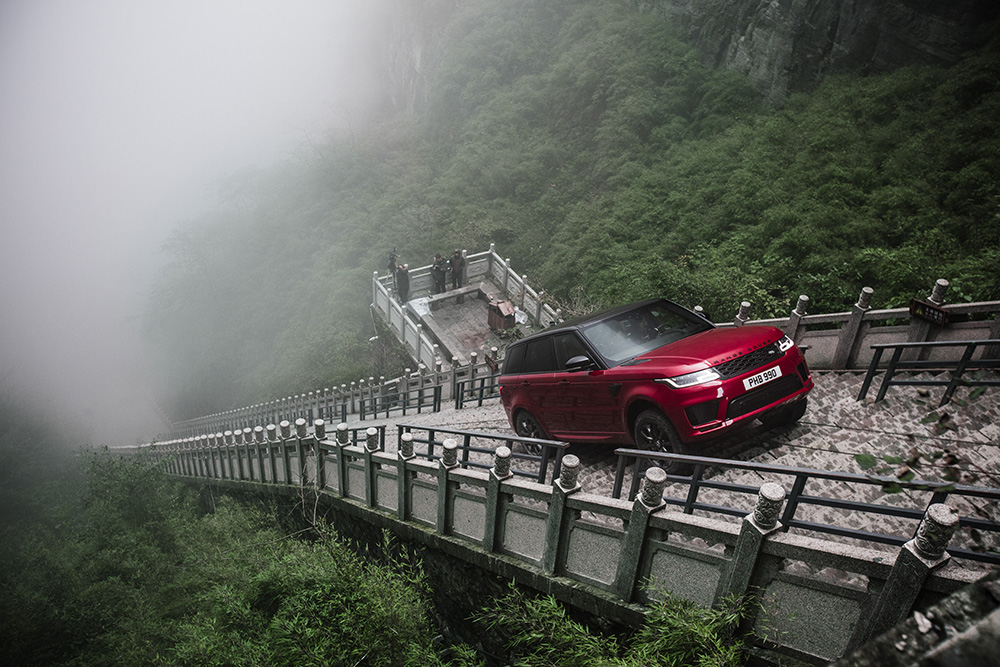range-rover-sport-p400e-len-cong-troi2.jpg