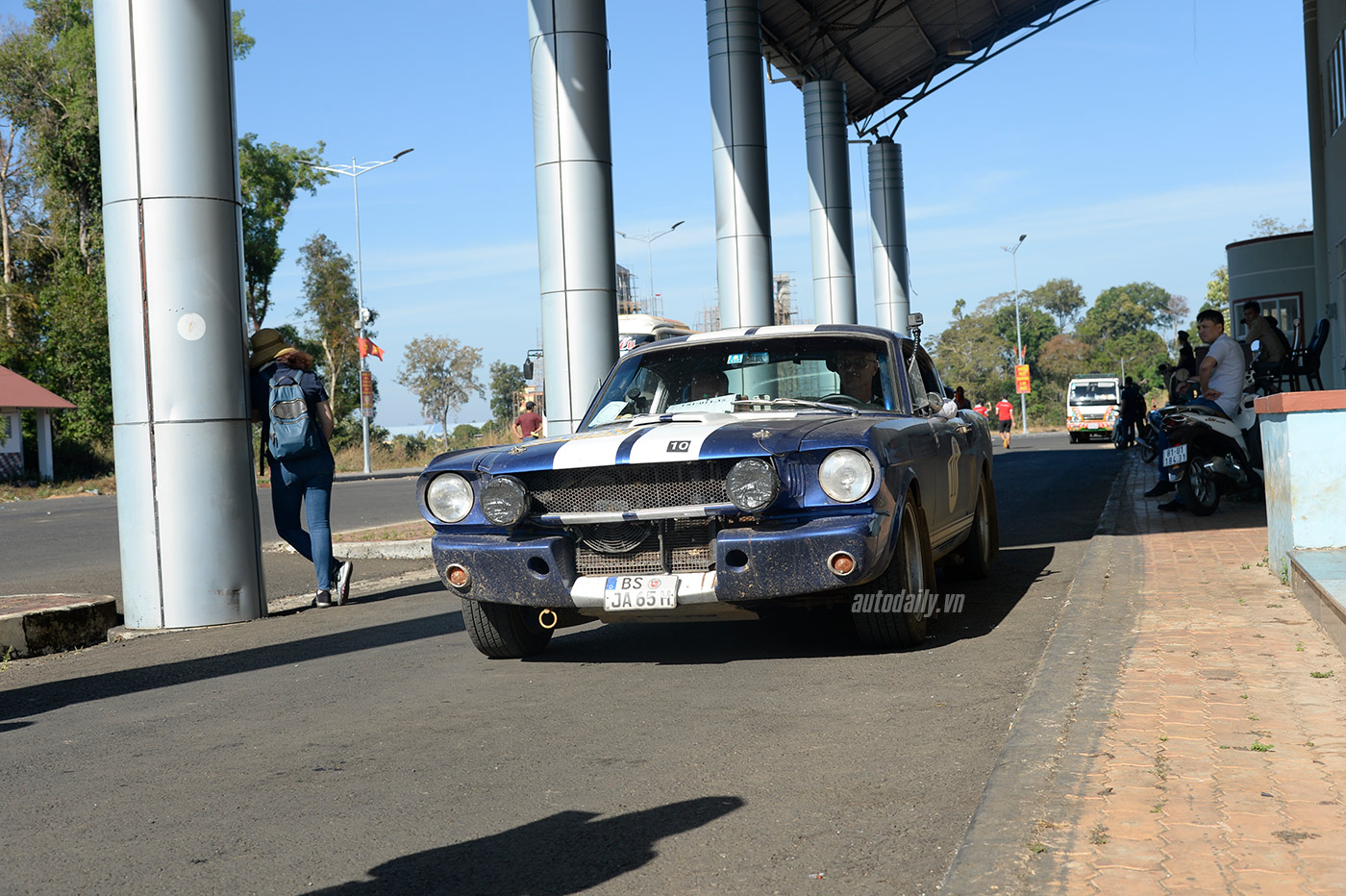 ford-mustang-fastback.jpg