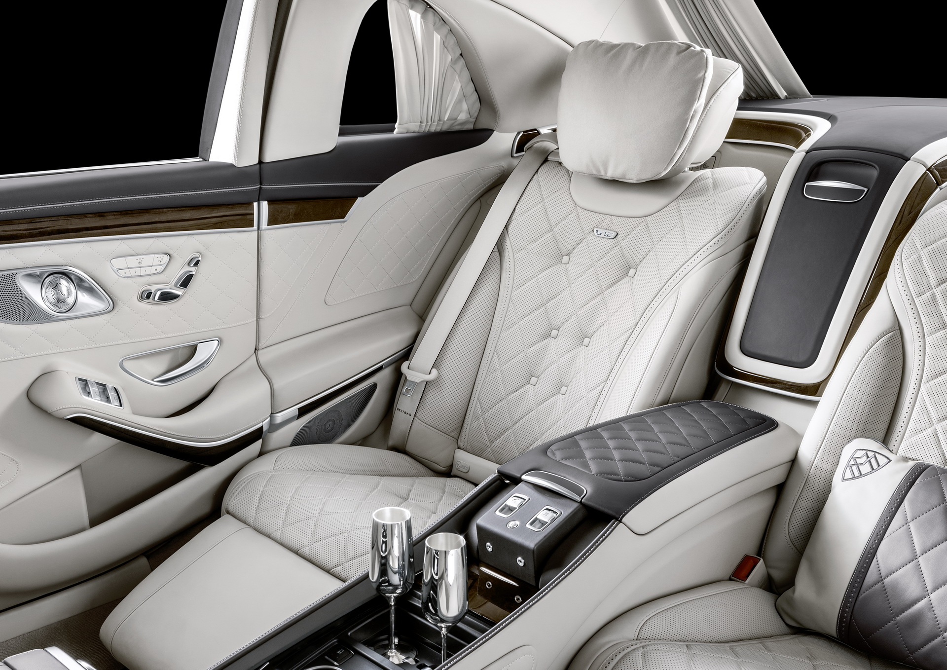 2019-mercedes-maybach-pullman-9.jpg