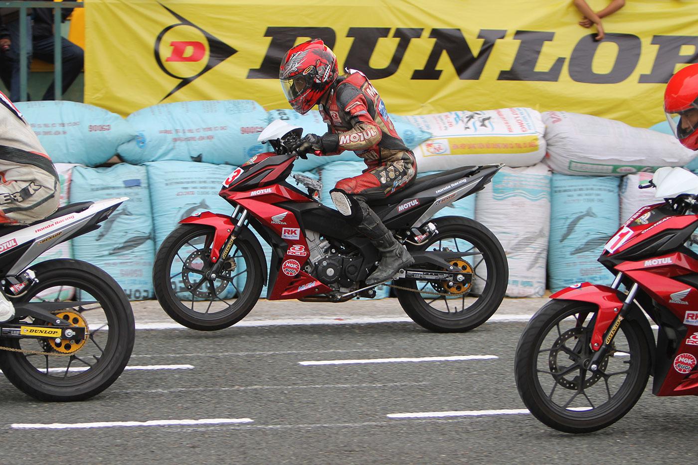 tay-dua-nguyen-thanh-vu-honda-racing-05.jpg