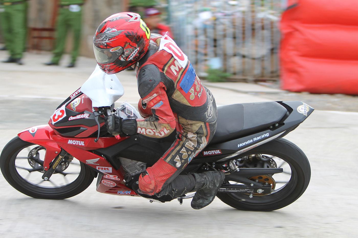 tay-dua-nguyen-thanh-vu-honda-racing-07.jpg