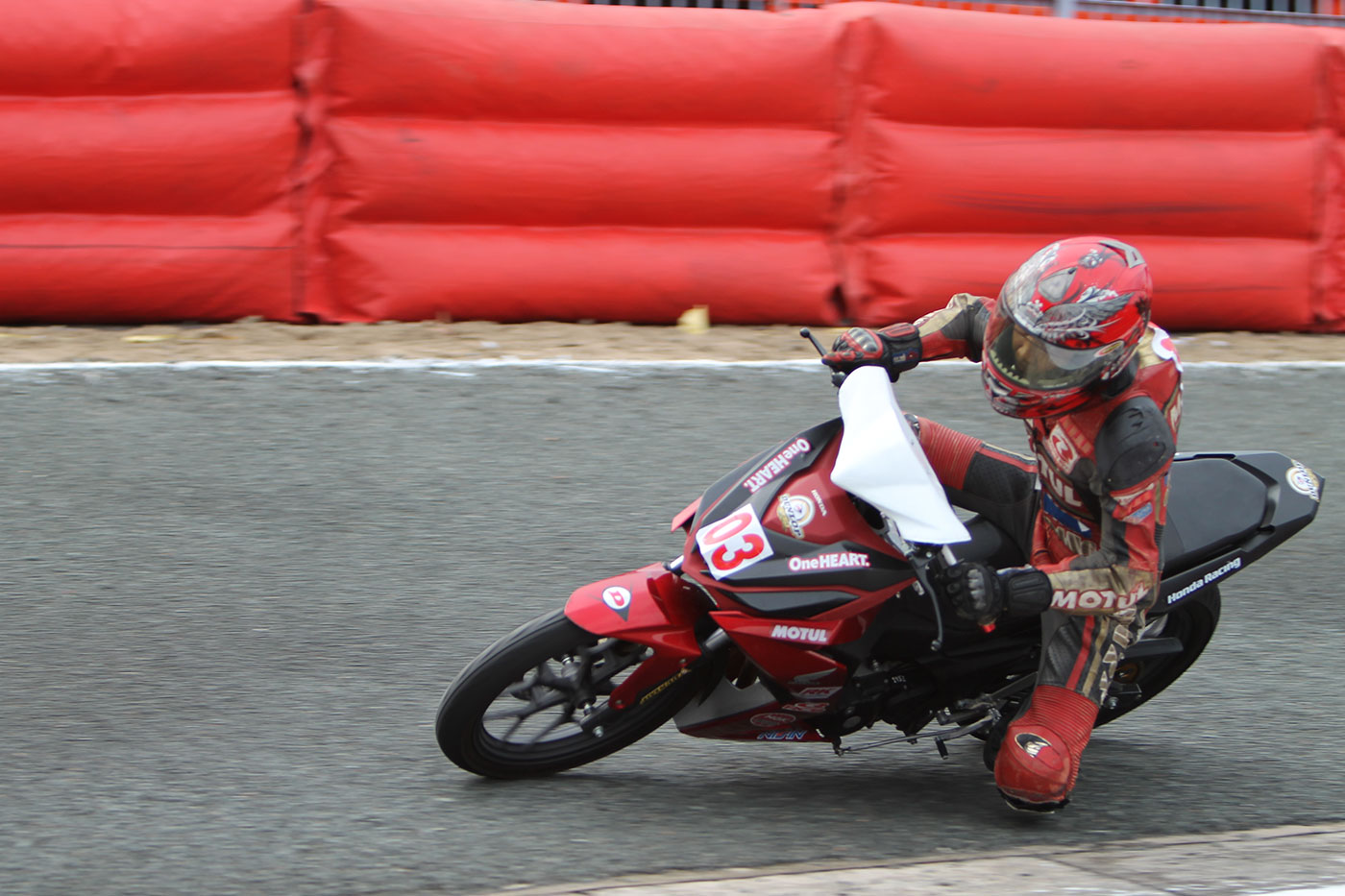 tay-dua-nguyen-thanh-vu-honda-racing-08.jpg