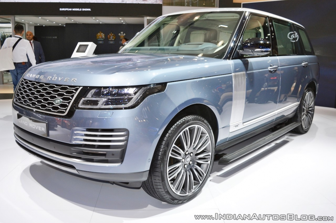 2018-range-rover-at-dubai-motor-show-2017-front-three-quarters.jpg