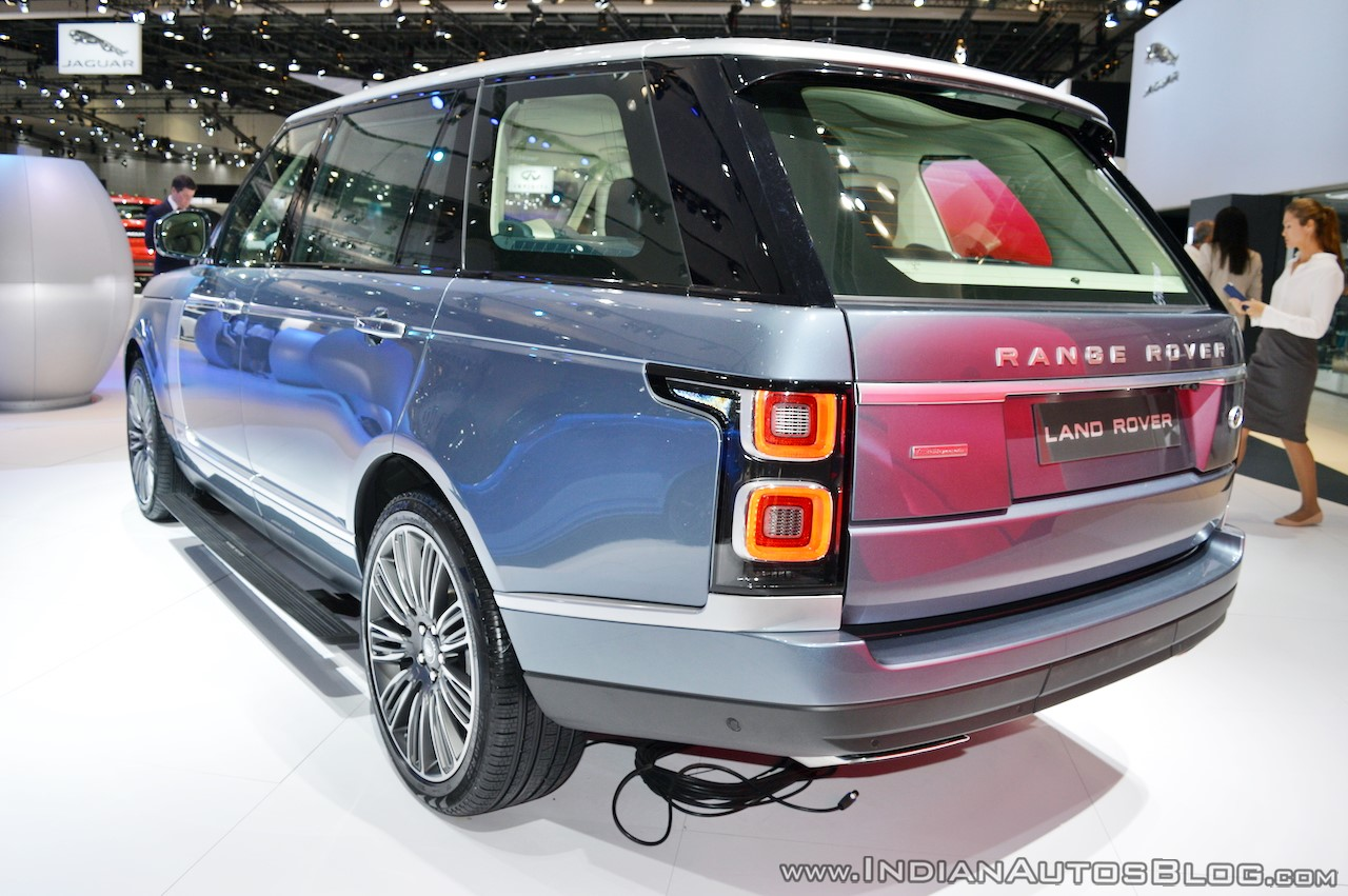 2018-range-rover-at-dubai-motor-show-2017-rear-three-quarters.jpg