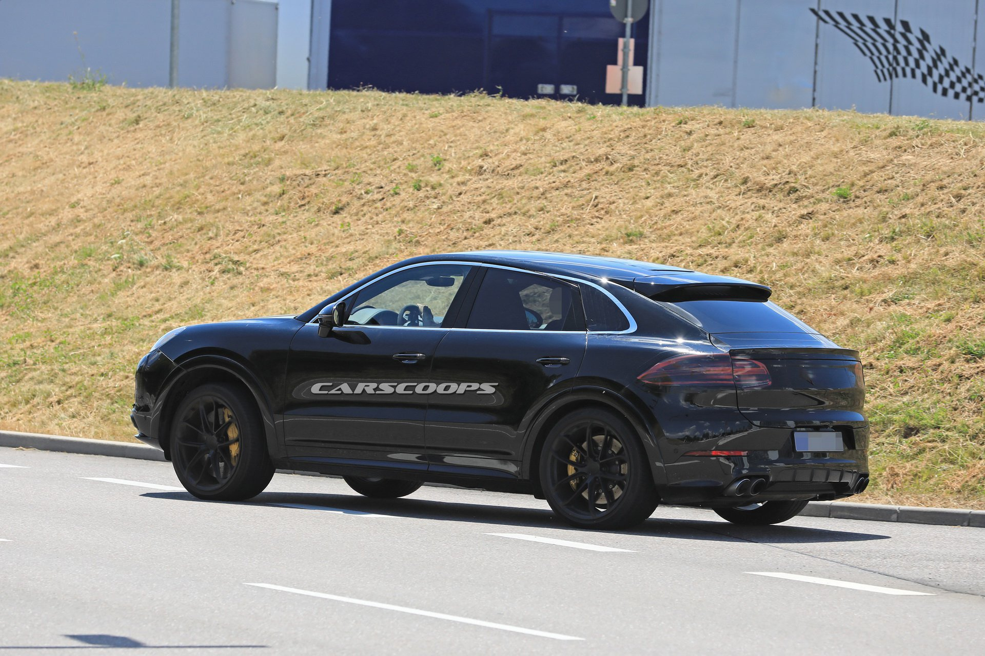 7d86f5cc-porsche-cayenne-coupe-first-spy-23.jpg