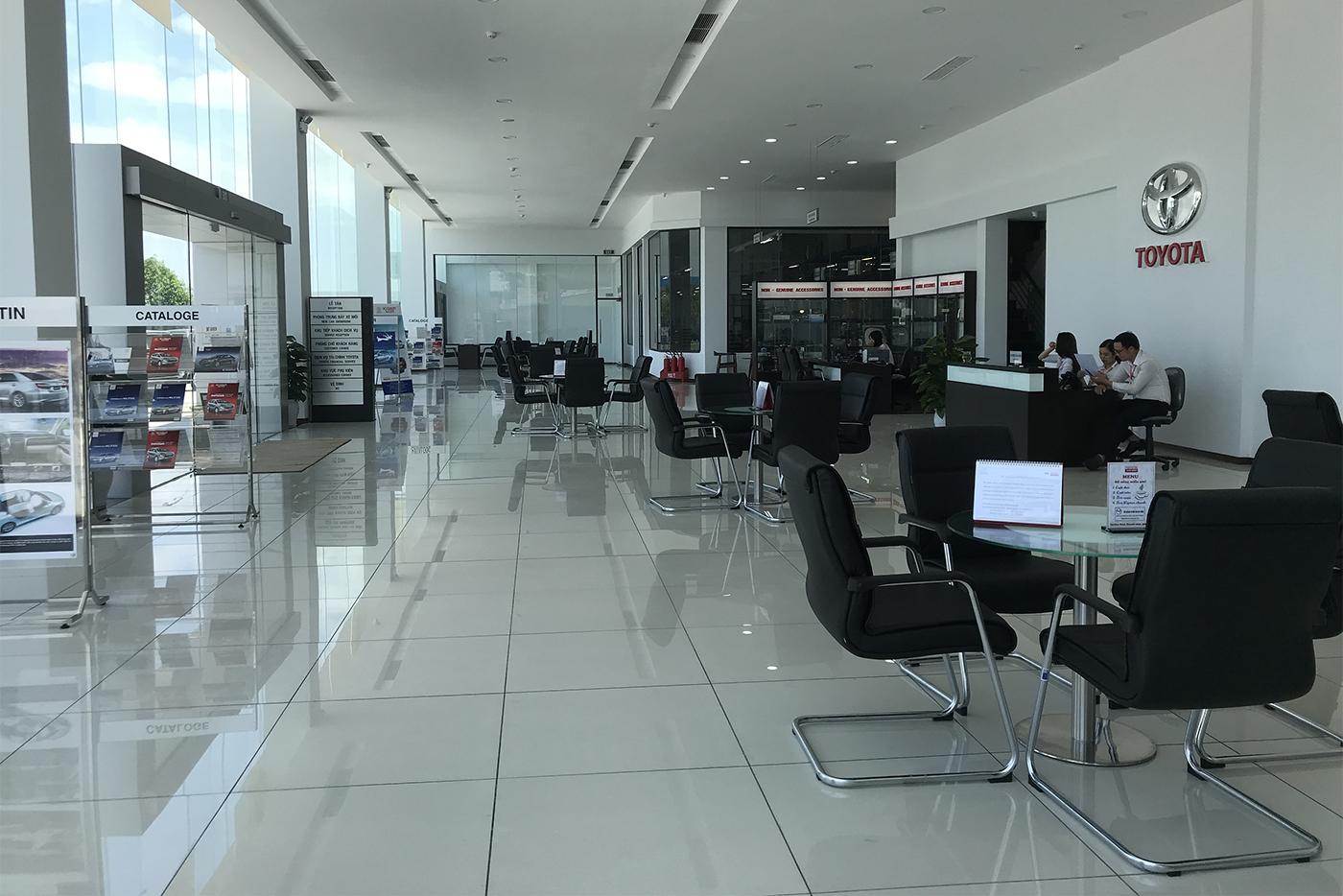 khu-vuc-showroom.jpg