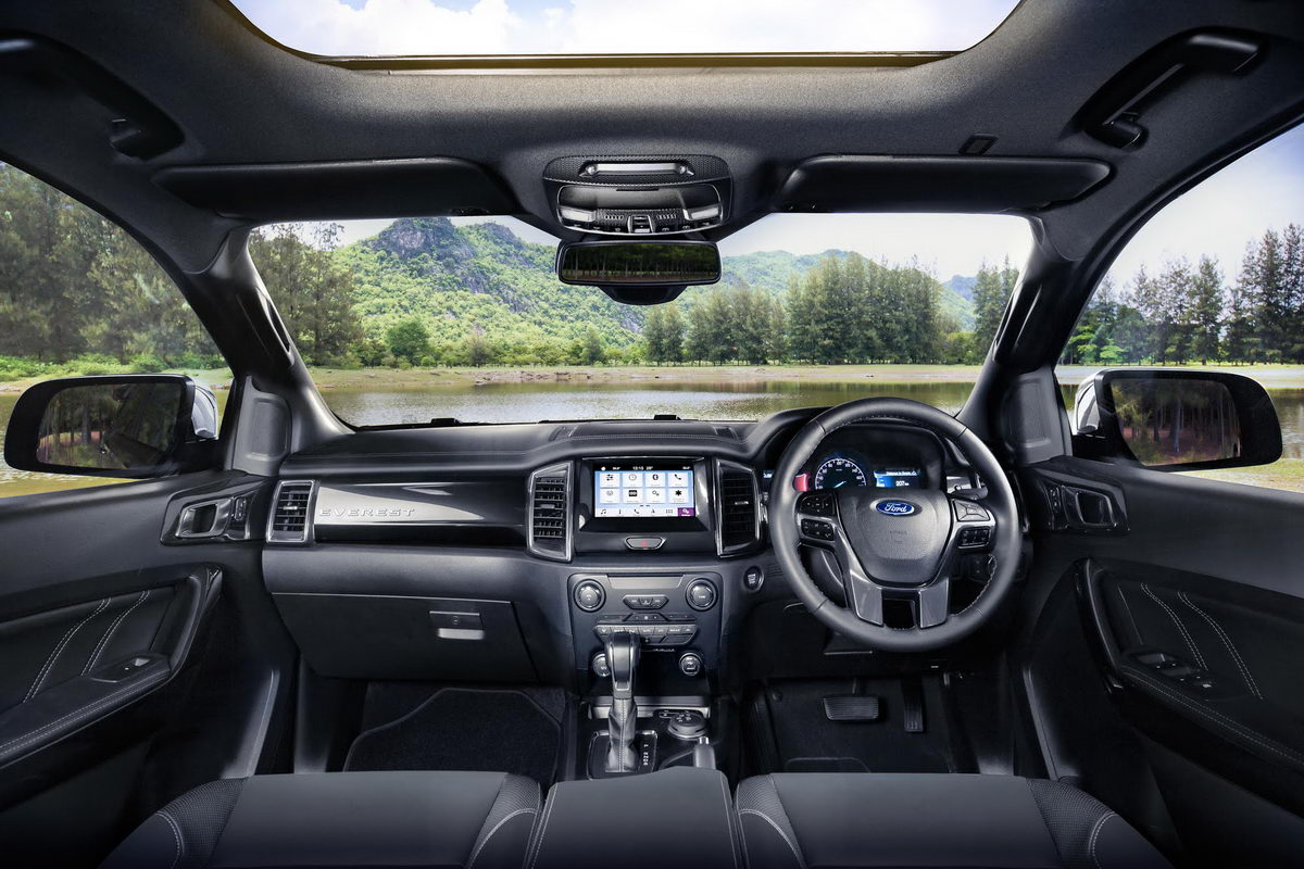 facelifted-ford-everest-facelifted-ford-endeavour-dashboard.jpg