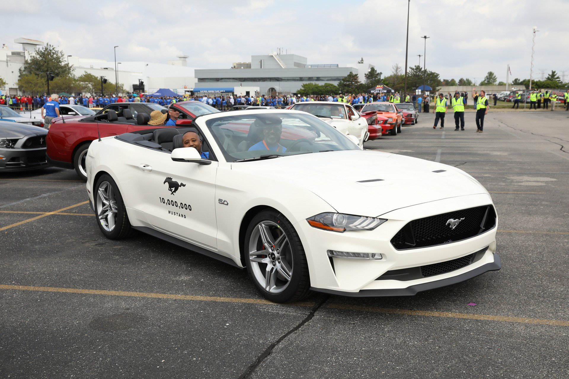 aa1052ba-ford-mustang-celebration-7.jpg