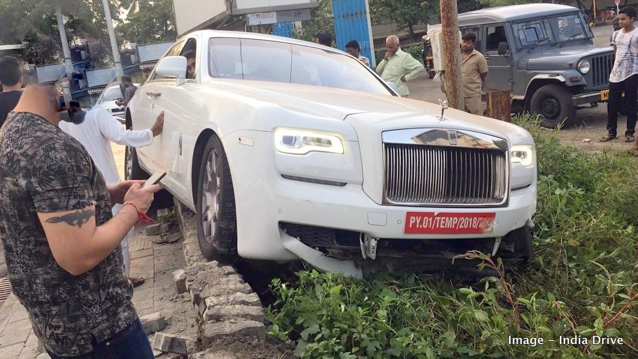 rolls-royce-phantom-ghost-crash-india-mumbai-1.jpg