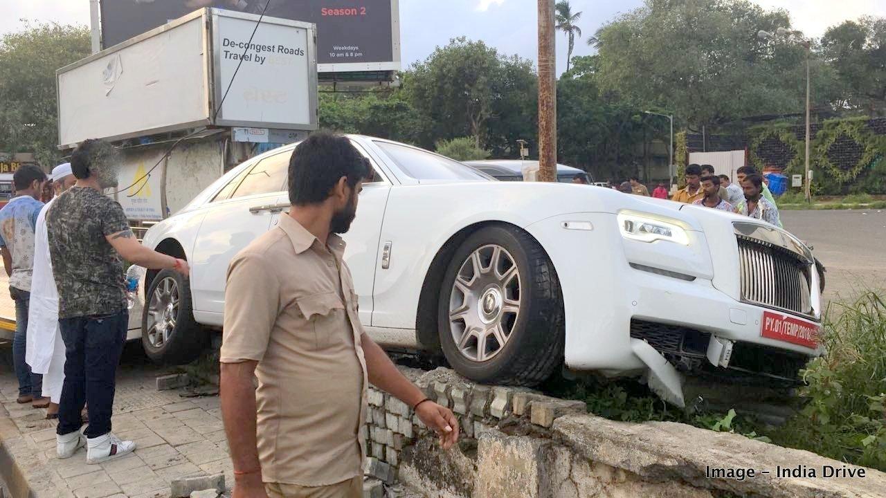 rolls-royce-phantom-ghost-crash-india-mumbai-2.jpg