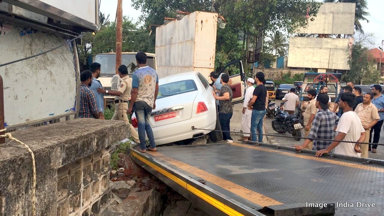 rolls-royce-phantom-ghost-crash-india-mumbai-3.jpg