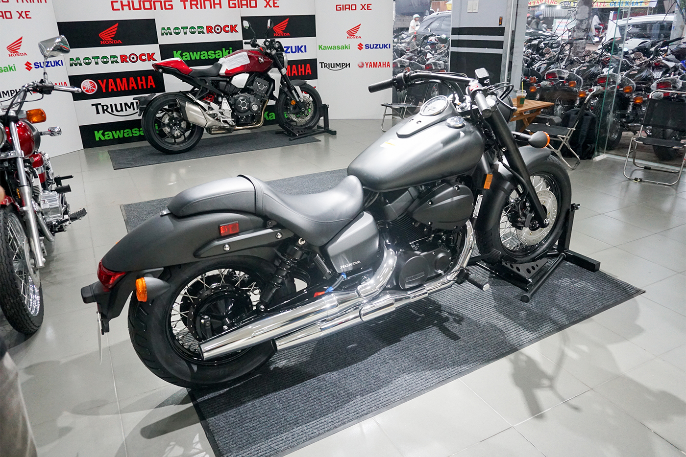 honda-shadow-phantom-750-2018-13.jpg