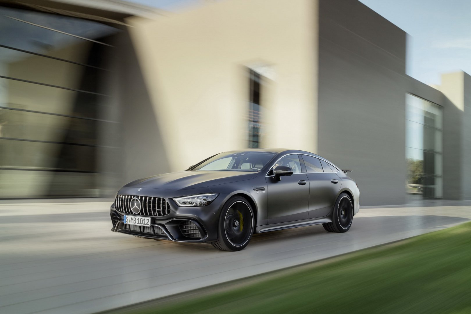mercedes-amg-gt-4-door-coupe-lap-rap-2.jpg