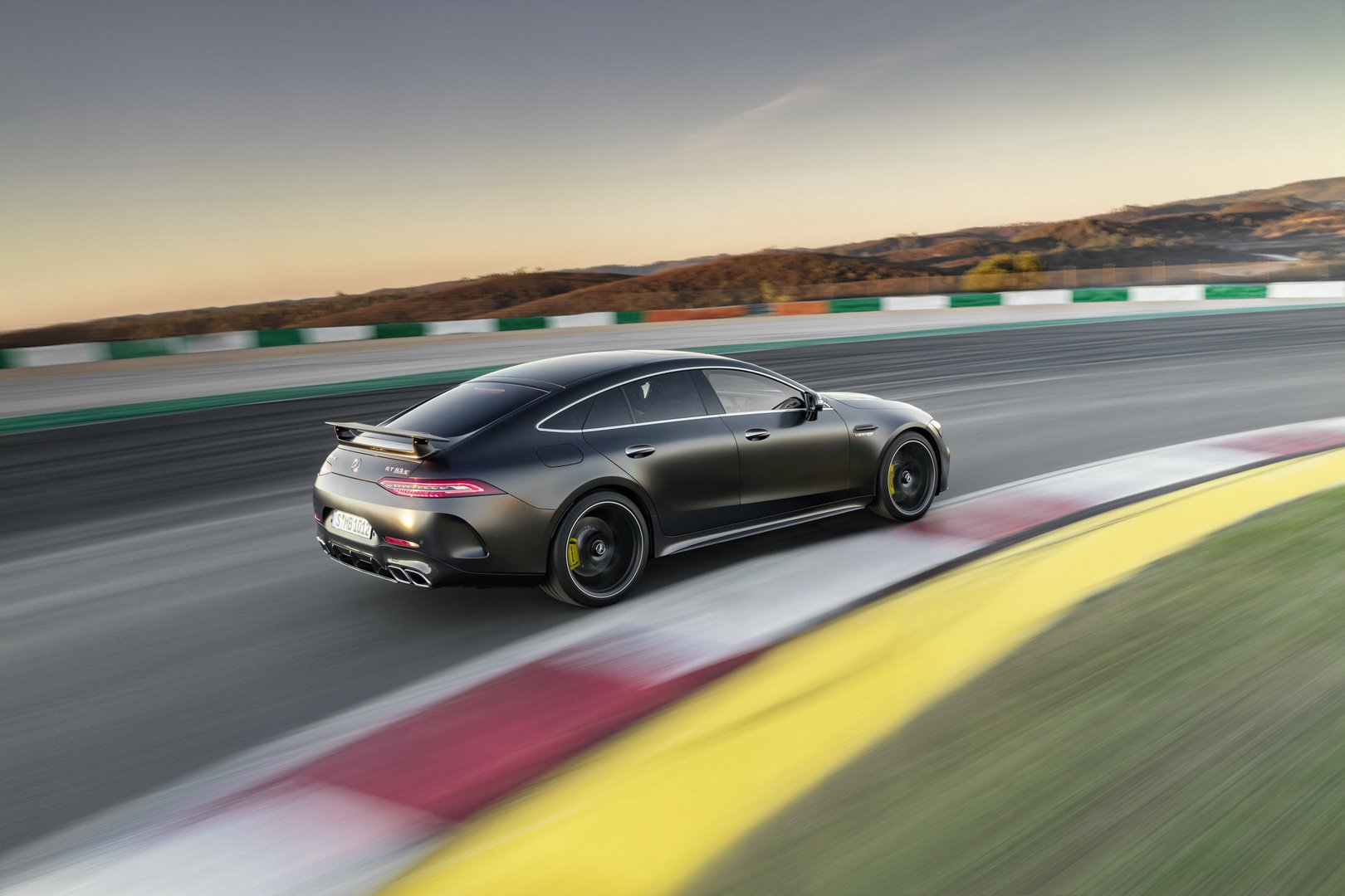 mercedes-amg-gt-4-door-coupe-lap-rap-4.jpg