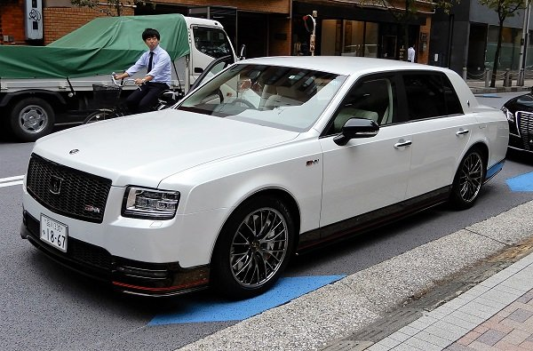 toyota-chu-tichtoyota-president-uses-century-grmn-as-company-car-7.jpg