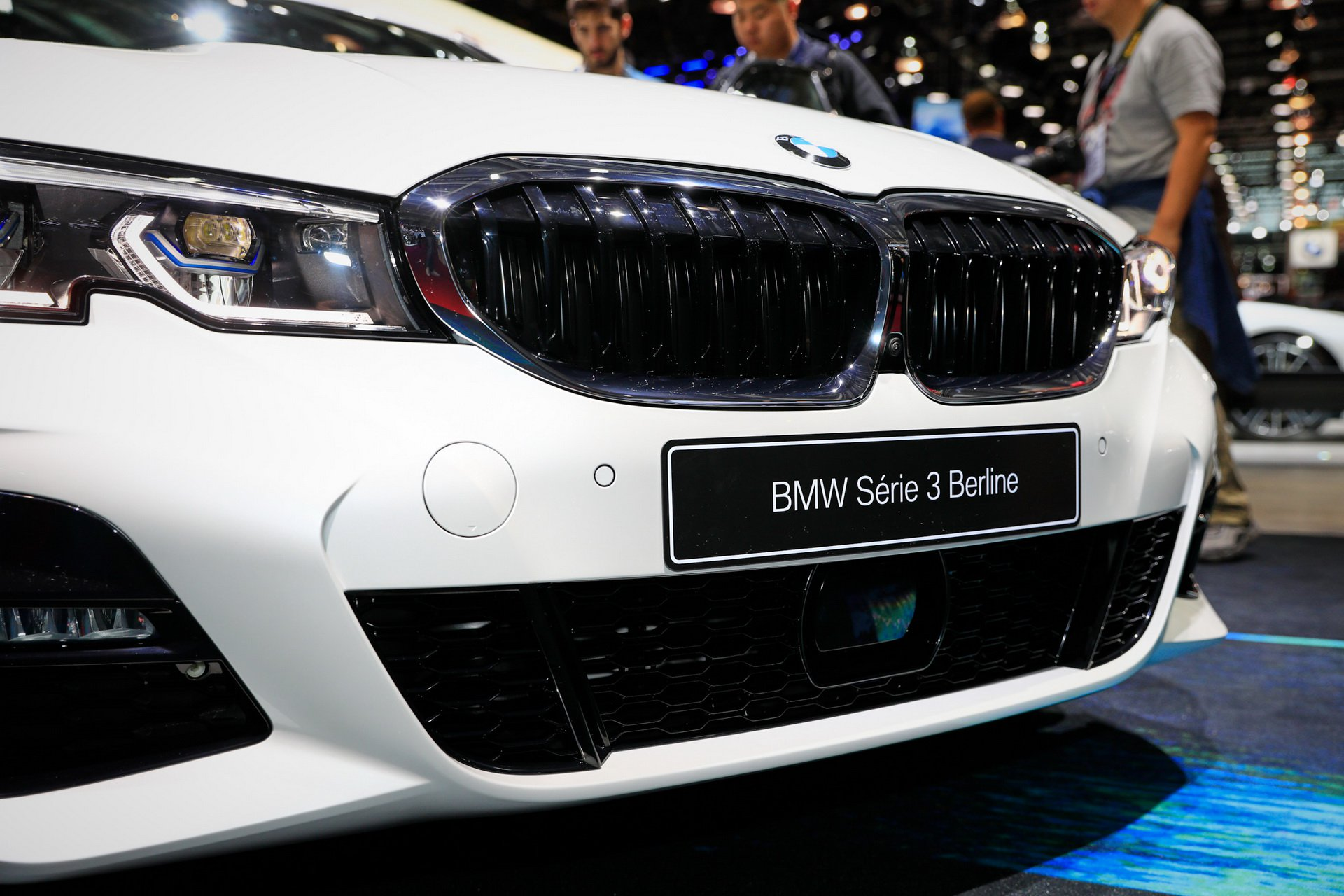 2019-bmw-3-series-ra-mat-7.jpg