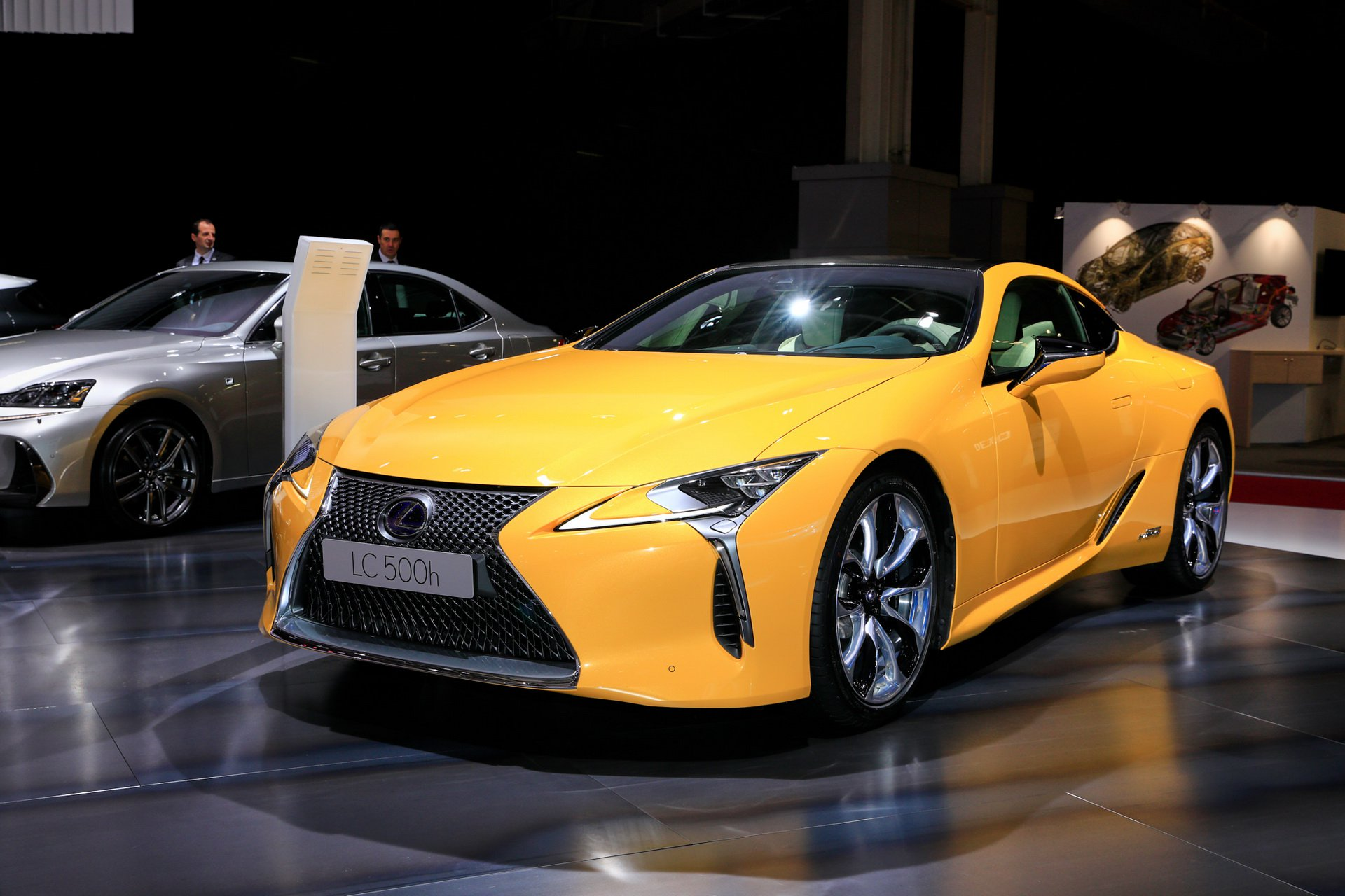 2019-lexus-lc-limited-edition-ra-mat-paris-1.jpg