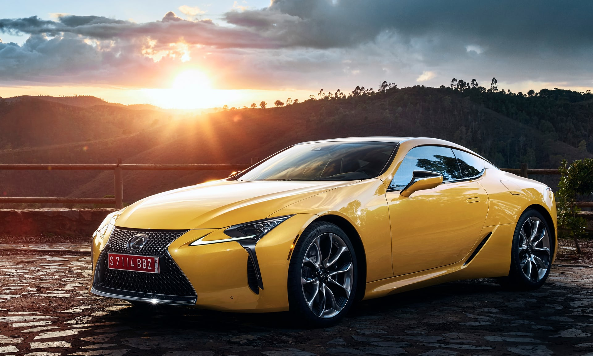 2019-lexus-lc-limited-edition-ra-mat-paris-12.jpg