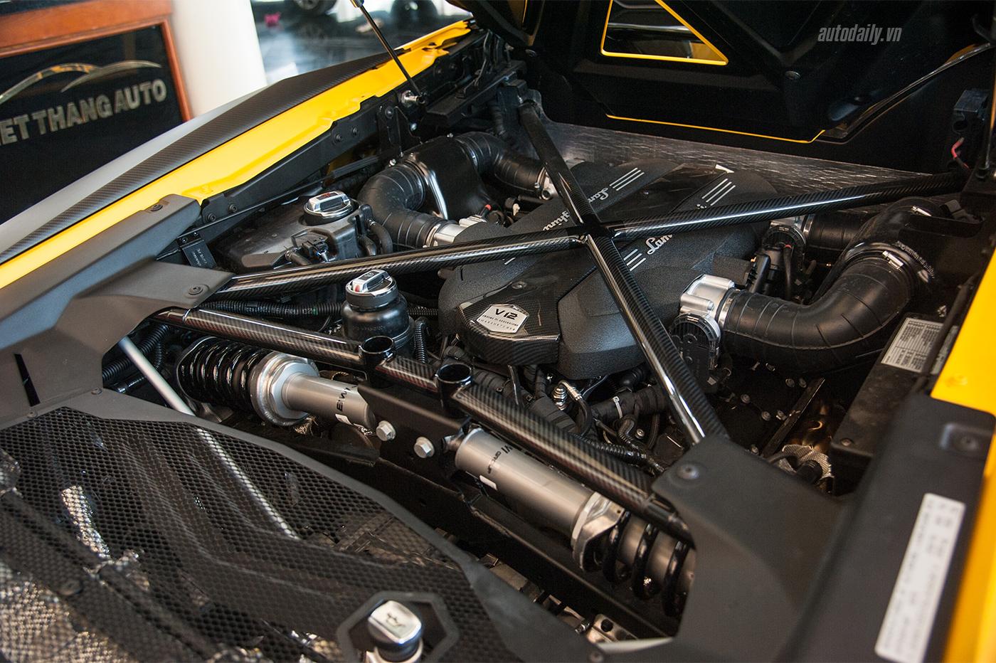 aventador-sv-roadster-1-13.jpg