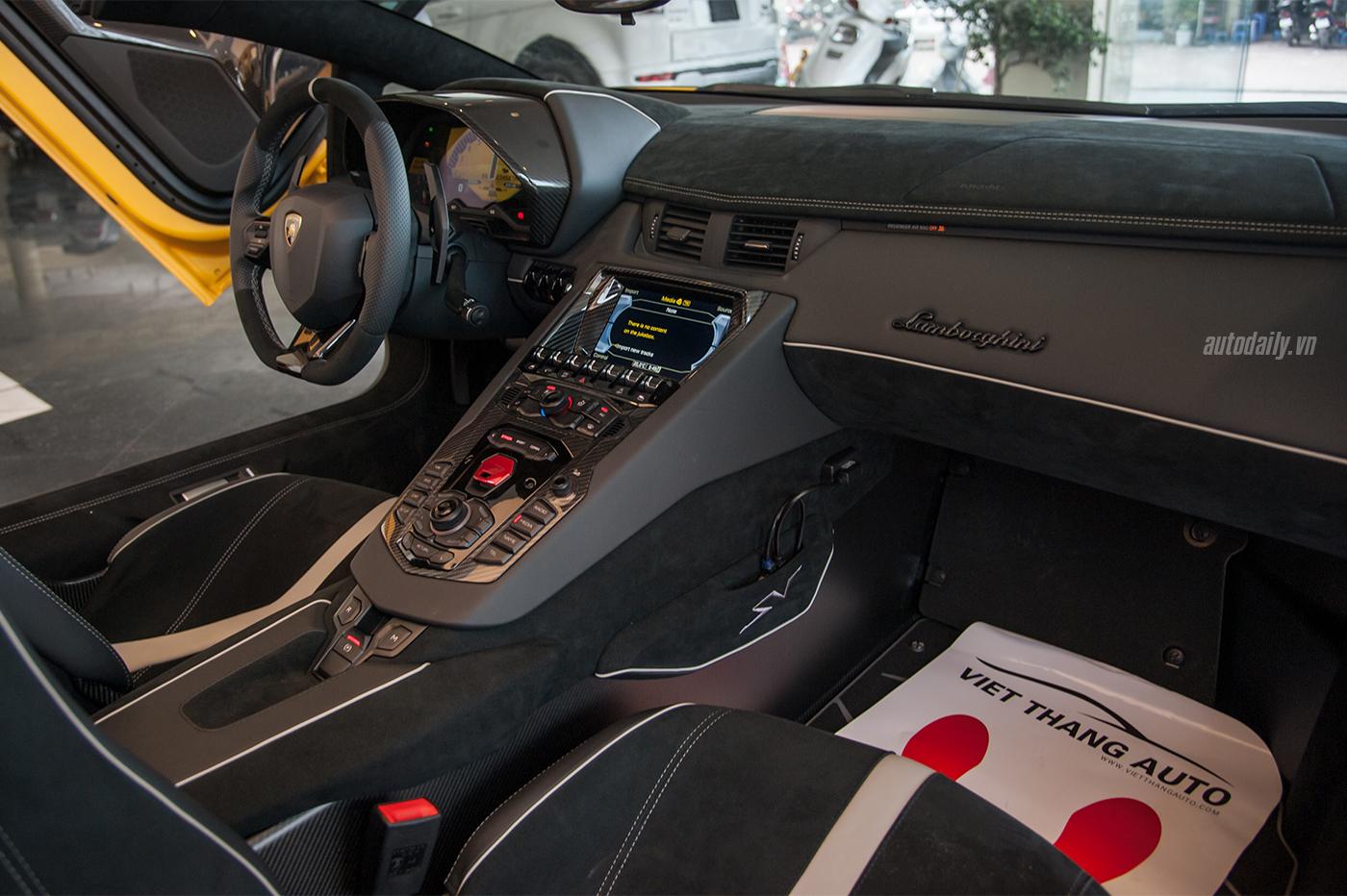 aventador-sv-roadster-1-14.jpg