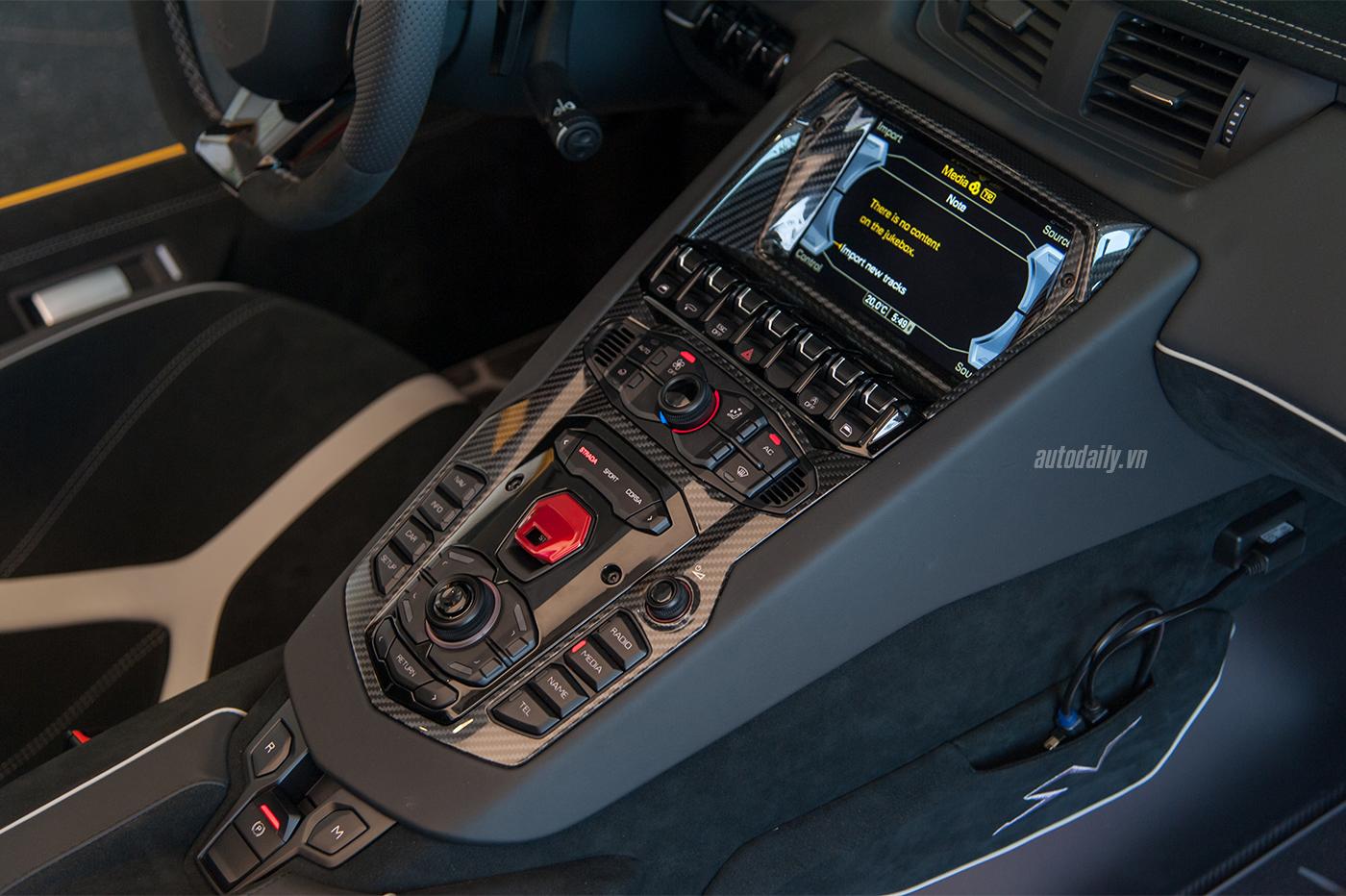 aventador-sv-roadster-1-15.jpg
