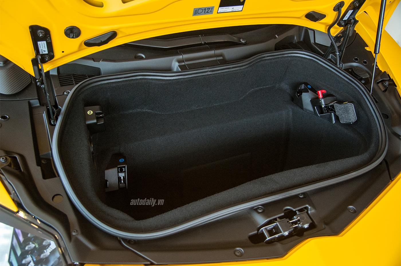 aventador-sv-roadster-1-34.jpg