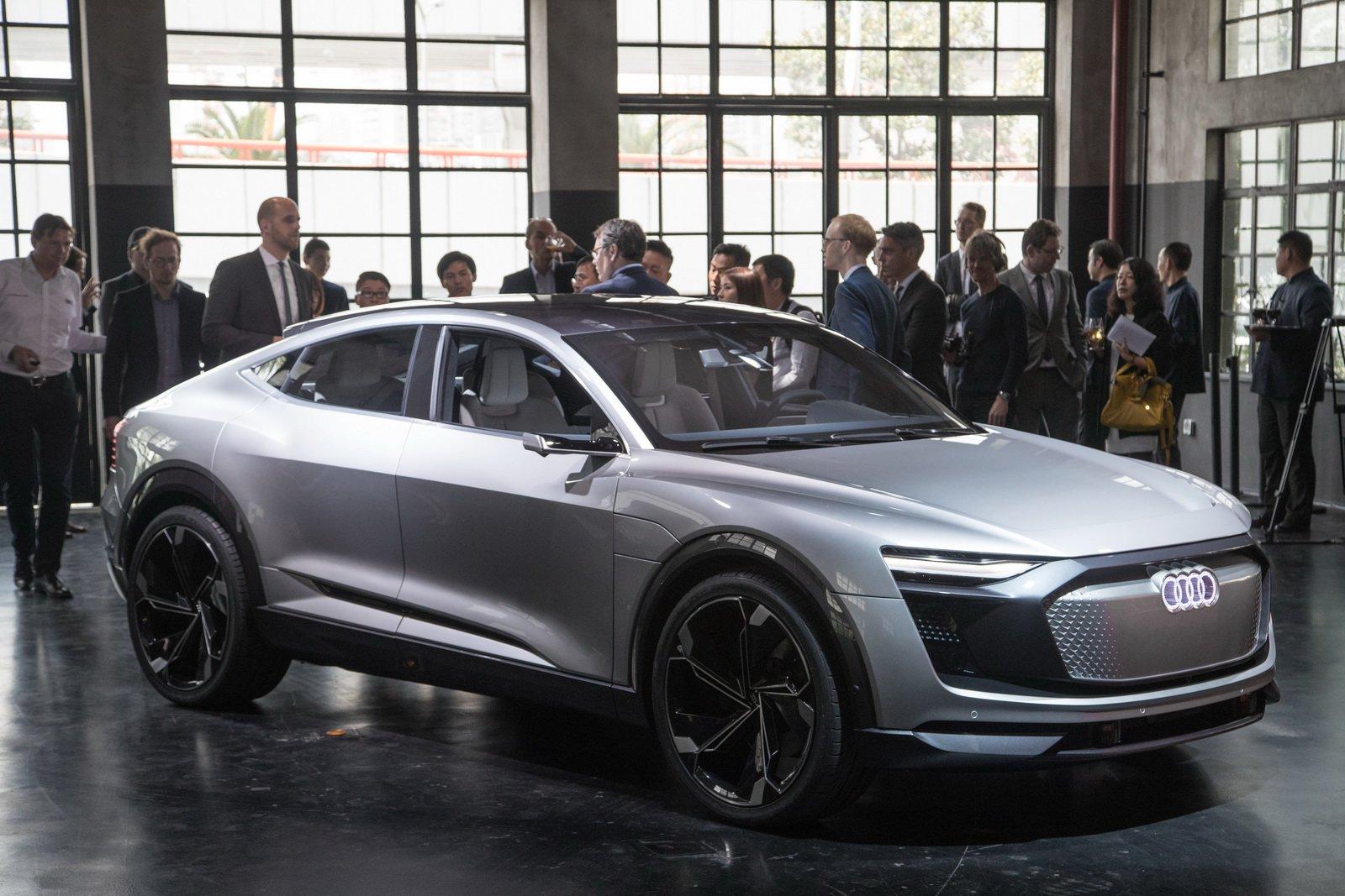 2017-audi-e-tron-sportback-concept-1.jpg