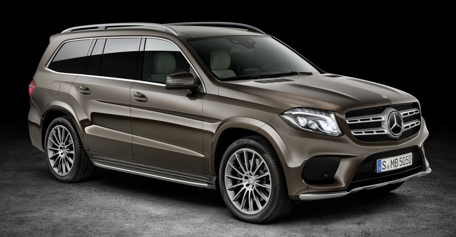 so-sanh-bmw-x7-vs-mercedes-gls-2.jpg